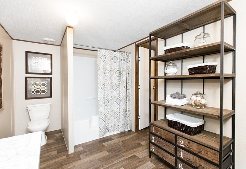 TruMH Holyfield / Jubilation Mobile Home Master Bathroom