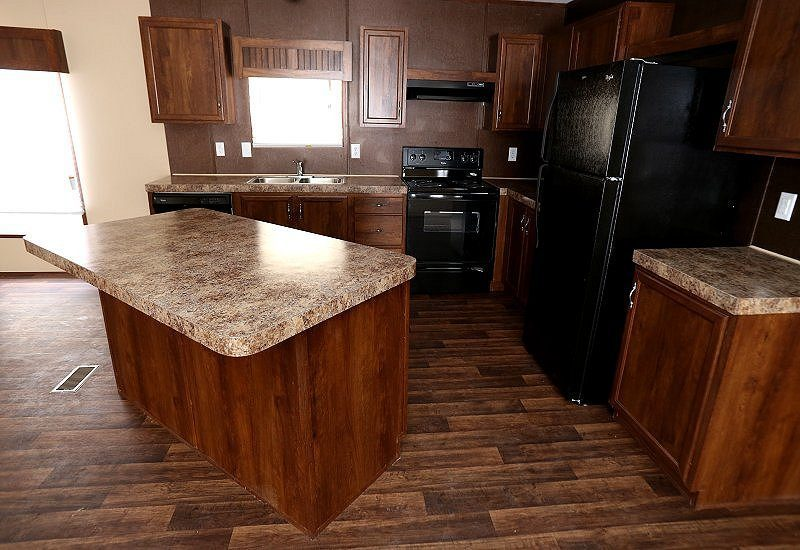 Fleetwood Berkshire 32483B - 3 Bed 2 Bath Mobile Home For Sale on little houses on trailers, new commercial trailers, new camp trailers, new manufactured homes design, new pop up campers, custom trailers, new small campers, new log trailers, honest trailers, new triple wide homes,