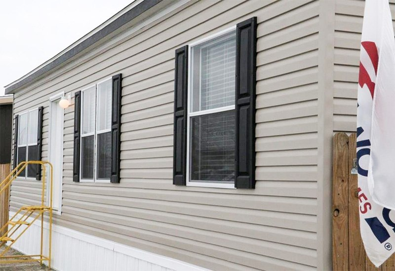 Fleetwood Berkshire 32403B Mobile Home Exterior
