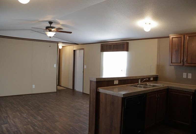 Fleetwood Berkshire 16562B Mobile Home Kitchen and Dining Area