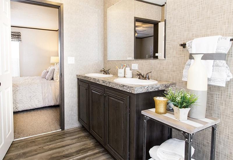 CMH Sundowner SLT28603A Mobile Home Master Bathroom