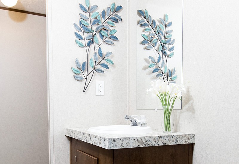 TruMH Lewis / Glory Mobile Home Bathroom