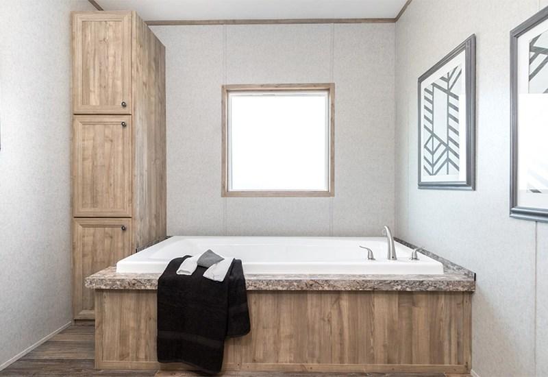 The Real Deal RDX16763V Mobile Master Bathroom