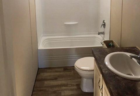 Fleetwood Berkshire 32563B Mobile Home Guest Bathroom