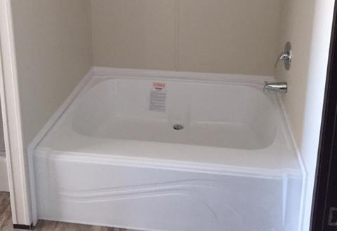 Fleetwood Berkshire 32563B Mobile Home Master Bathroom