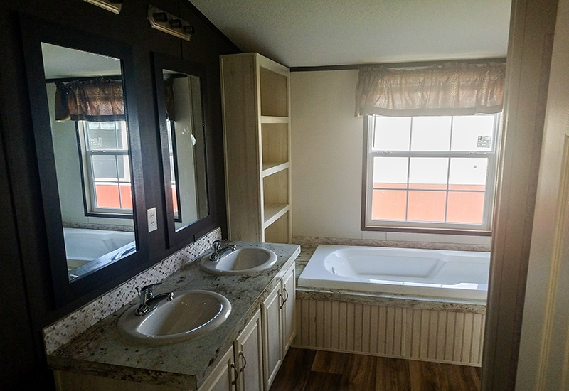 Fleetwood Weston 18763W Mobile Home Master Bathroom