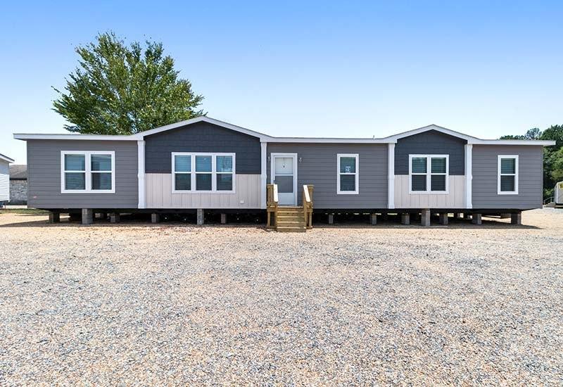 Clayton Hamilton - Mobile Home - Exterior