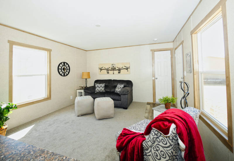 Leo - 9156 - Living Room 2