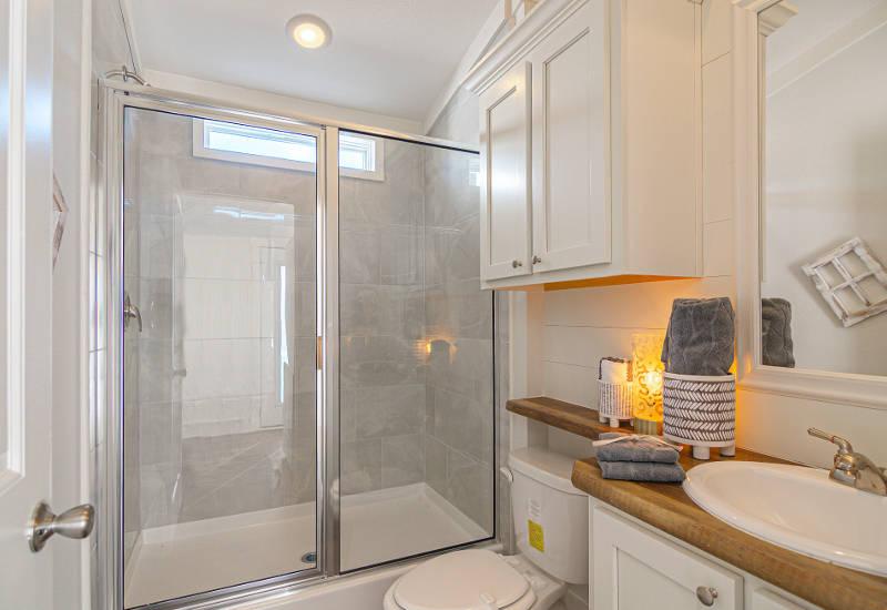 Starling - D40EP8 - Bathroom 2
