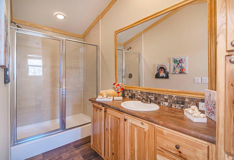 Robin - D56EP8 - Bathroom 2