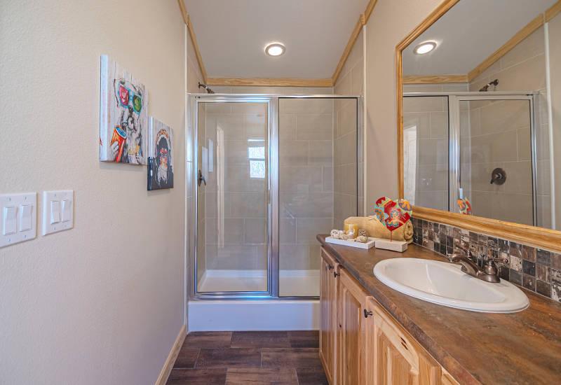 Robin - D56EP8 - Bathroom 3