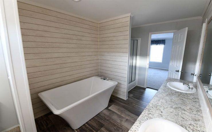 Meridian Big Country - 3232 - Master-Bathroom