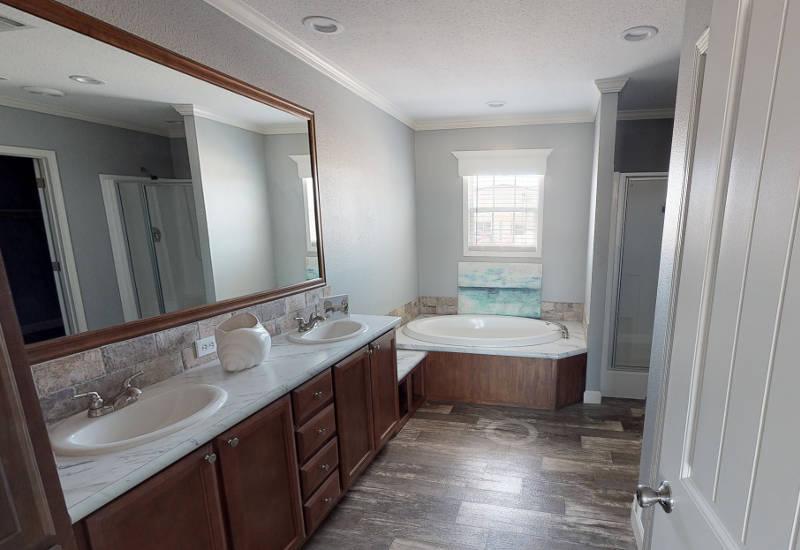 Meridian Vandaveer W64E - Triple Wide - Master-Bathroom