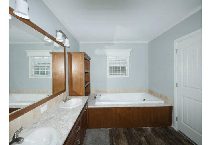 Meridian Glenn - J78G - Master Bathroom