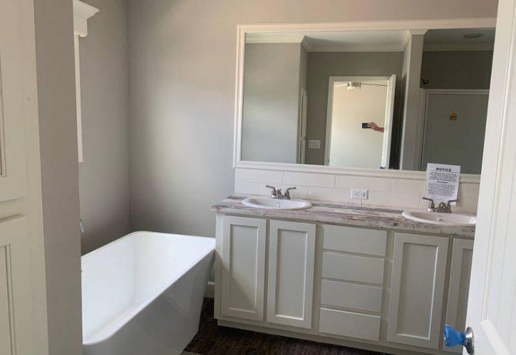 Grissom - J78H - Master-Bathroom 2