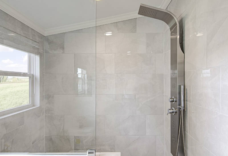 Falcon - L40EP8 - Master-Bathroom 4