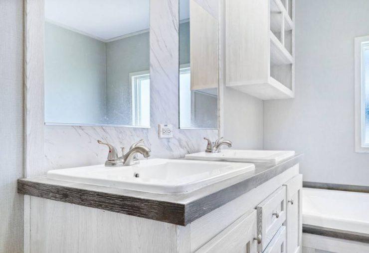 Resolution 2.0 - RSV16763J - Master-Bathroom