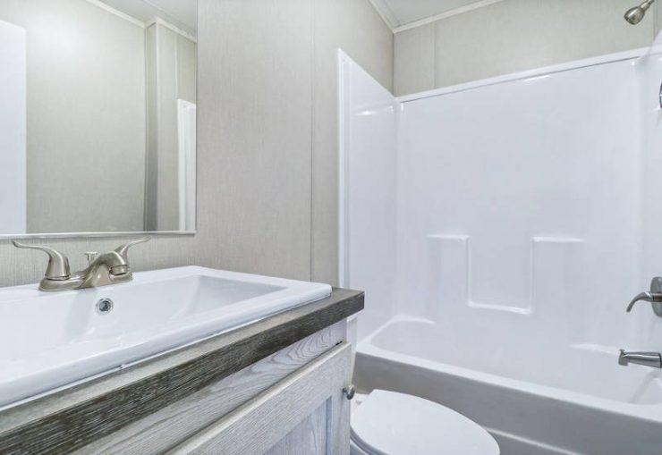 Resolution 2.0 - RSV16763J - Master-Bathroom 2