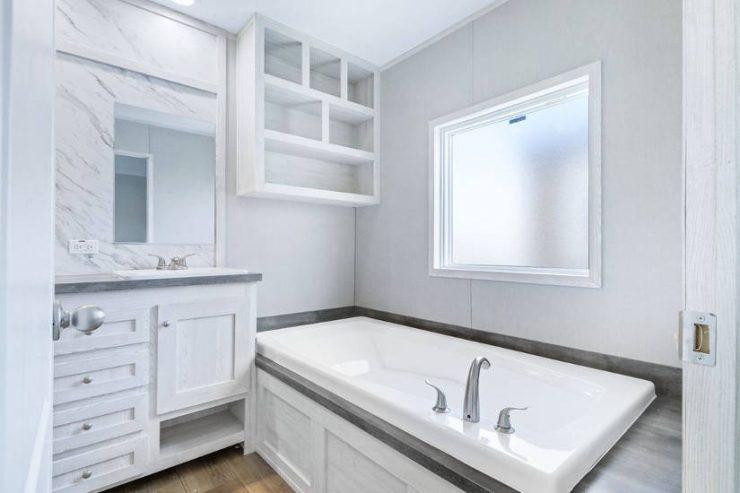 Resolution 2.0 - RSV16763J - Master-Bathroom 3