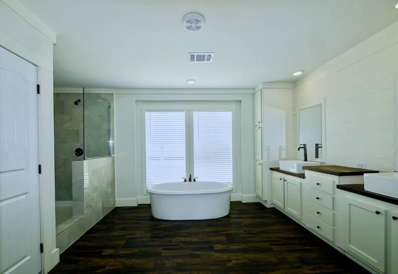 Pearl - 6370 - Master-Bathroom