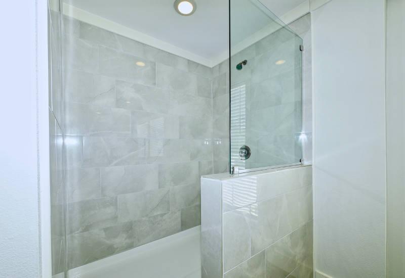 Pearl - 6370 - Master-Bathroom 4