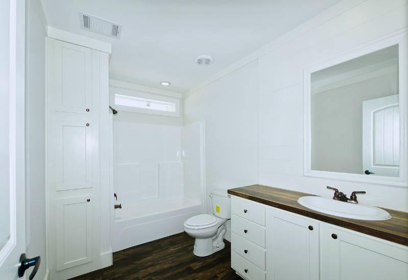 Pearl - 6370 - Master-Bathroom 5
