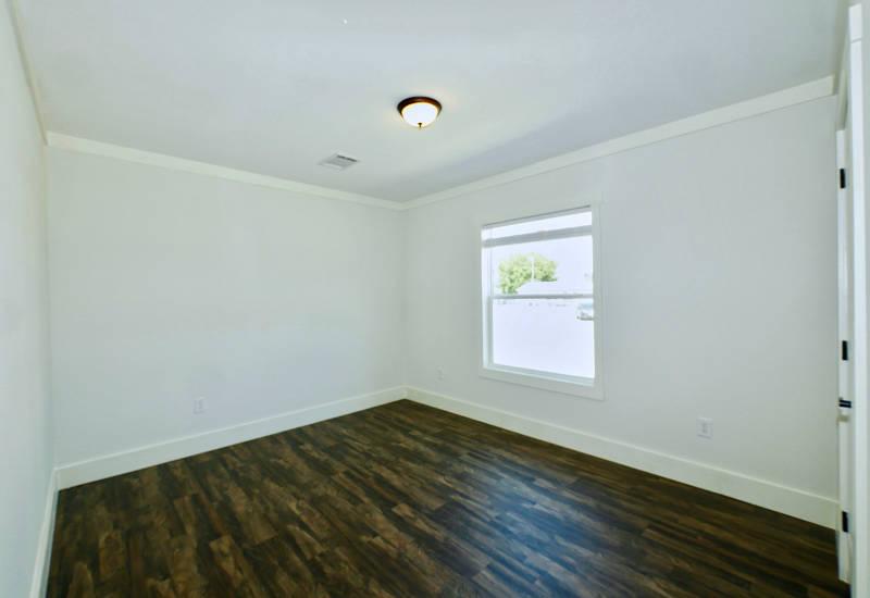 Pearl - 6370 - Master-Bedroom