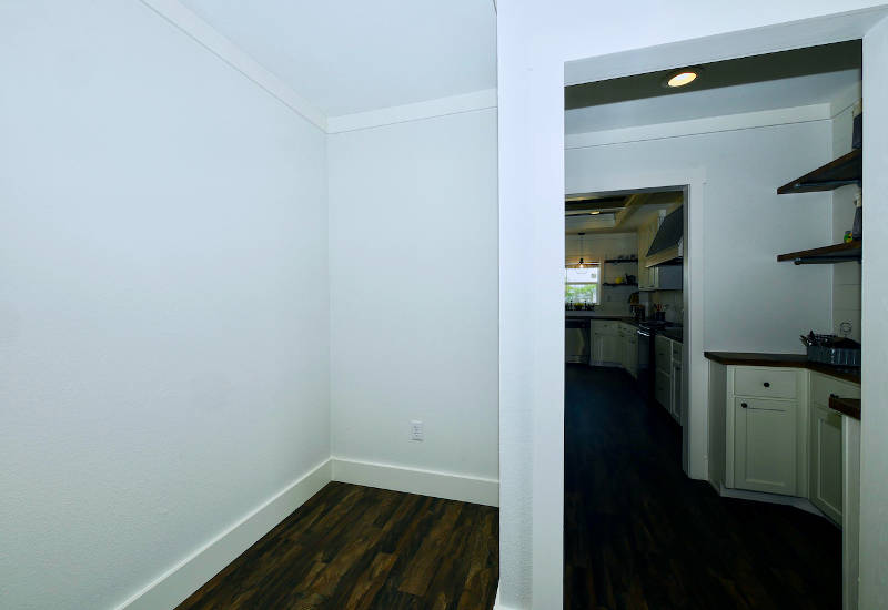 Pearl - 6370 - Master-Bedroom 2