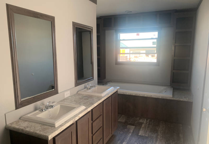 Emerald 76 - S76J - Master-Bathroom 2