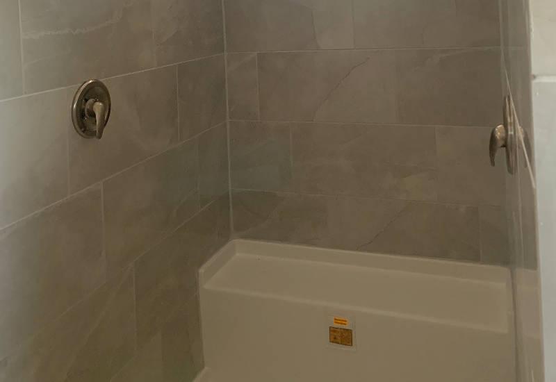 Emerald 76 - S76J - Master-Bathroom